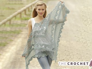 Stylish Crocheted Lace Shawl || thecrochetspace.com