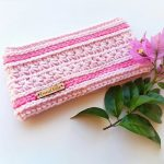 Sweetest Pea Crochet Headband.Crafted in pale pink with two stripes of dark pink Camel Stitch || thecrochetspace.com