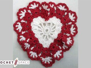 Sweetheart Crocheted Dishcloth || thecrochetspace.com