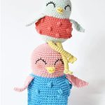 Sweetie Sue Crochet Bird. Two Birds with very long, thin legs sitting on top of one another || thecrochetspace.com