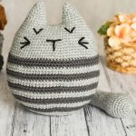 Tabby Tubby Crochet Cat. Large and round with a thick tail. Crafted in a light and dark grey || thcrochetspace.com