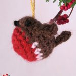 Tiny Crochet Christmas Robin. Small red and brown robin || thecrochetspace.com