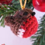 Tiny Crochet Christmas Robin. Robin red breast hanging in a Christmas tree || thecrochetspace.com