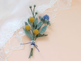 Tiny Flower Crochet Bouquet || thecrochetspace.com