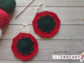 Tree Ornament Crochet Coaster || thecrochetspace.com