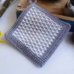 Typical Tunisian Crochet Potholder. Crafted in grey with white contrasting diamonds || thecrochetspace.com