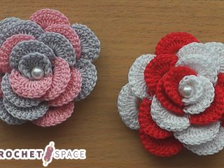 Very Easy Crocheted Rose || thecrochetspace.com