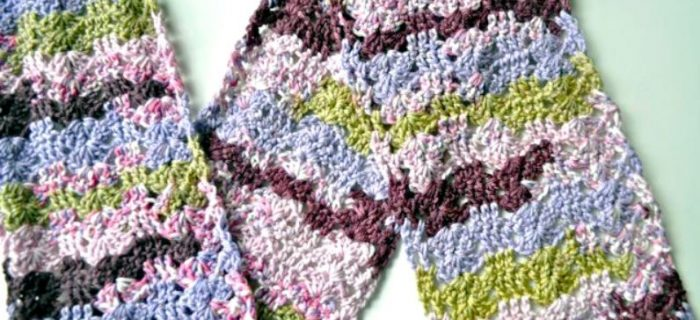 Collecting Shells Crochet Scarf | thecrochetspace.com